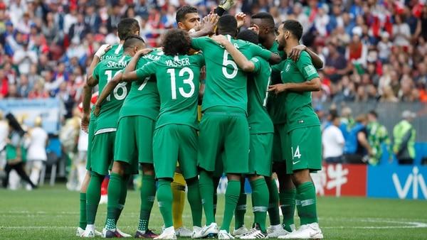 Soccer Football – World Cup – Group A – Russia vs Saudi Arabia – Luzhniki Stadium, Moscow, Russia – June 14, 2018 Saudi Arabia players huddle before the match REUTERS/Christian Hartmann