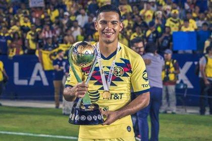 Festejando el titulo de Campeón de campeones frente a Tigres en 2019 (Foto: Instagram/jesus__lopez97)