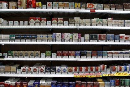 El 1 de septiembre los cigarrillos de la empresa fabricante Massalin Particulares aumentaron un 7%, de acuerdo a lo informado por la empresa. EFE/Guillaume Horcajuelo/Archivo