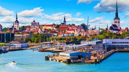 Tallin, capital de Estonia, uno de los destinos para radicarse durante la pandemia por coronavirus y trabajar remotamente (Shutterstock)