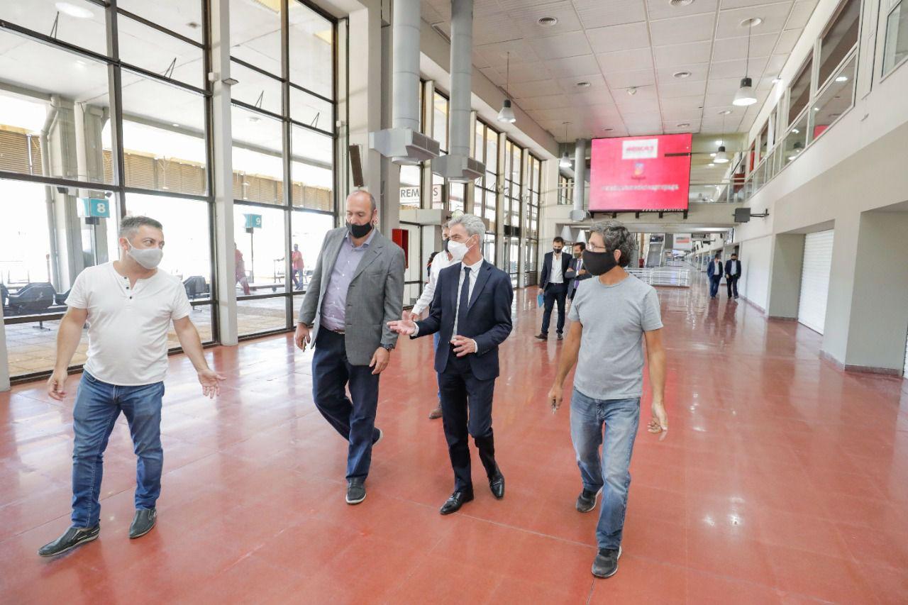 Ministro de Transporte Mario Meoni supervisa obras en la terminal de Retiro