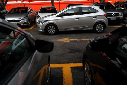 Batería, neumáticos, freno de mano, cómo dejar el auto parado mucho tiempo.