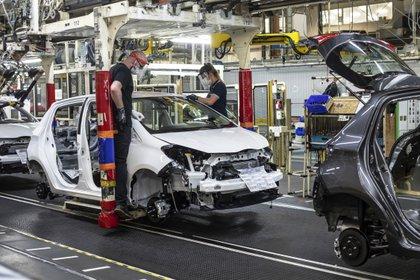 Las ventas de coches en Francia vuelven a subir por vez primera en 3 meses. EFE/EPA/SEBASTIEN COURDJI/Archivo