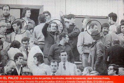 El día del debut de Maradona. Cherquis Bialo, a la derecha, encabezaba una pequeña comitiva de la revista El Gráfico que vio al chico de Fiorito por primera vez en Primera División.