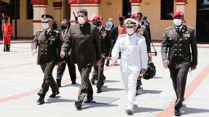 Nicolás Maduro con altos mandos del Ejército