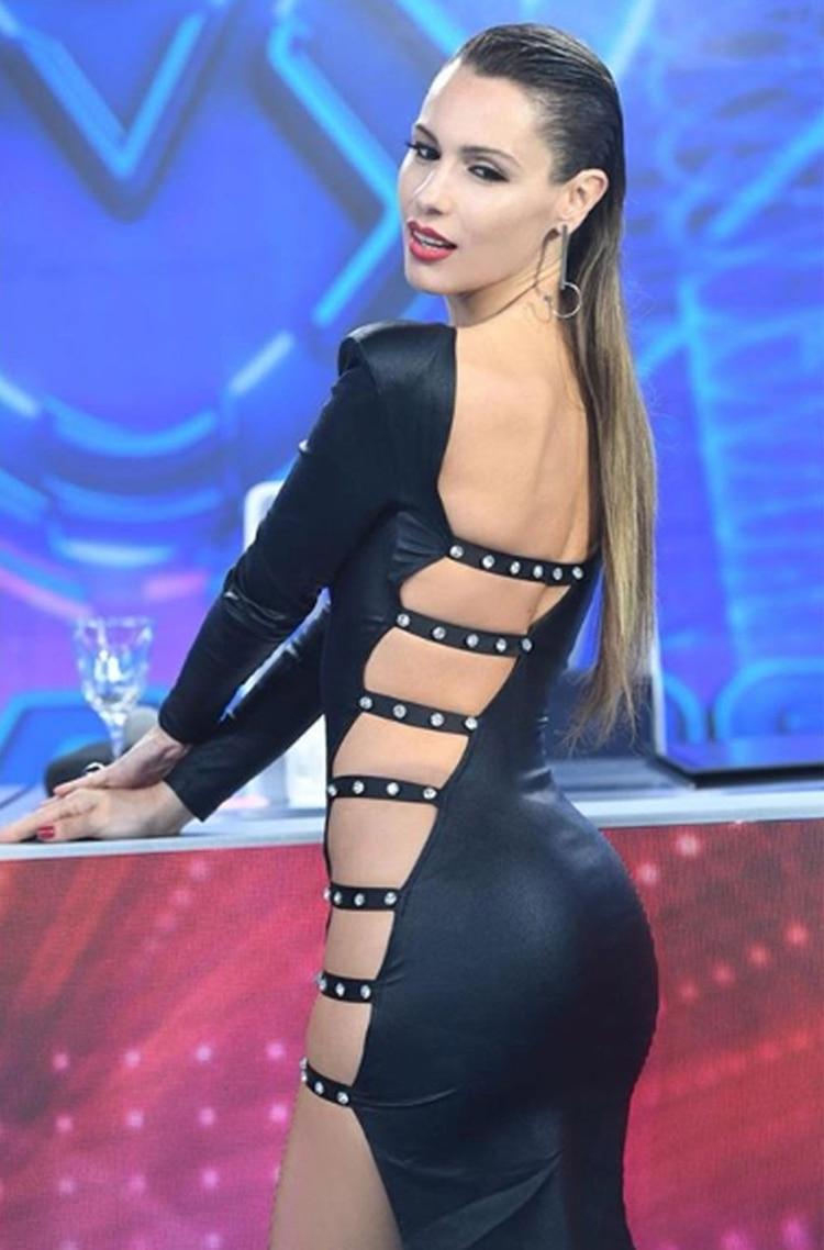 """El impactante look de Pampita en """"ShowMatch"""". """"Es un vestido muy de los 90 que solo a ella le puede quedar bien"""", dijo César Juricich (Foto: LaFlia / Negro Luengo)"""