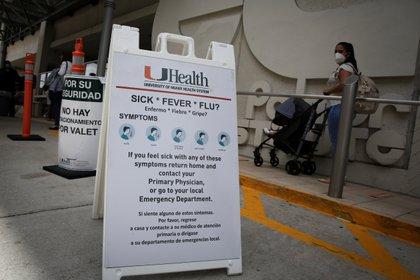 Advertencias y recomendaciones en el hospital Jackson Memorial, en Miami-Dade (Reuters)