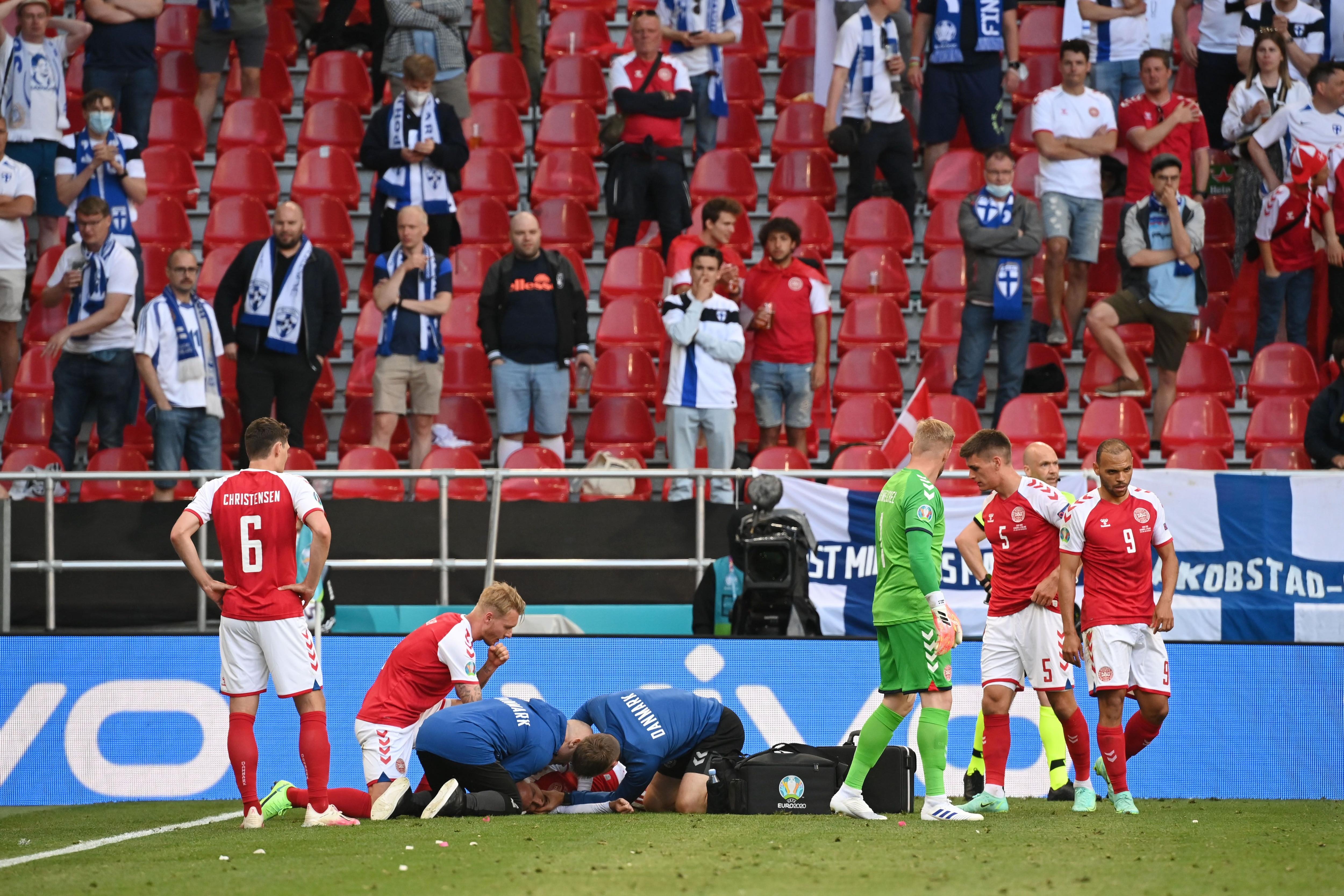 El momento en que Christian Eriksen se desplomó en pleno campo de juego (REUTERS/Jonathan Nackstrand)
