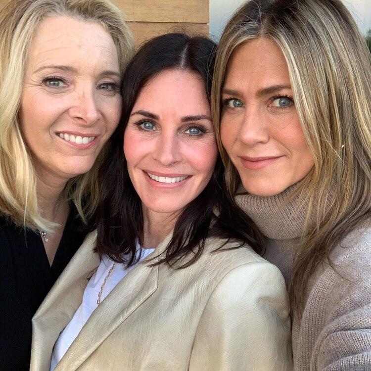 Courteney Cox celebró su cumpleaños 55 cumpleaños e invitó a sus grandes amigas Jennifer Aniston y Lisa Kudrow (Foto: Especial)