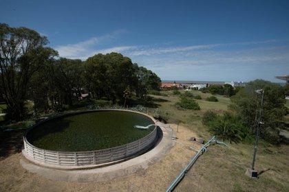 Toda la base se abastece de agua potable merced a la existencia de una napa surgente
