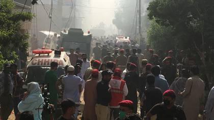 Socorristas en la zona del accidente (Reuters)