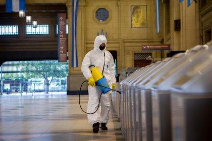 01/07/2020 Trabajos de desinfección por coronavirus en la estación de Constitución de Buenos Aires POLITICA INTERNACIONAL Paula Acunzo/ZUMA Wire/dpa