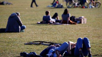 People relax in Gleisdreieck Park, during the coronavirus disease (COVID-19) outbreak, in Berlin, Germany, April 4, 2020. REUTERS/Michele Tantussi