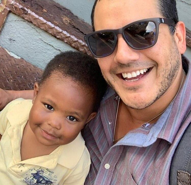 En la imagen, Michael Cisneros (derecha) junto a su hijo Maxwell (izquierda) (Foto: Facebook Michael Cisneros)