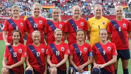 La selección femenina de Noruega acordó el año pasado pagar por igual a los internacionales deambos sexos
