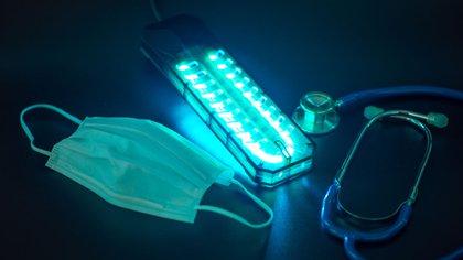 La irradiación ultravioleta consta de longitudes de onda entre 100 y 400 nanómetros, que se encuentra un poco más allá de la porción violeta del espectro de luz visible y son invisibles para el ojo humano (Shutterstock)