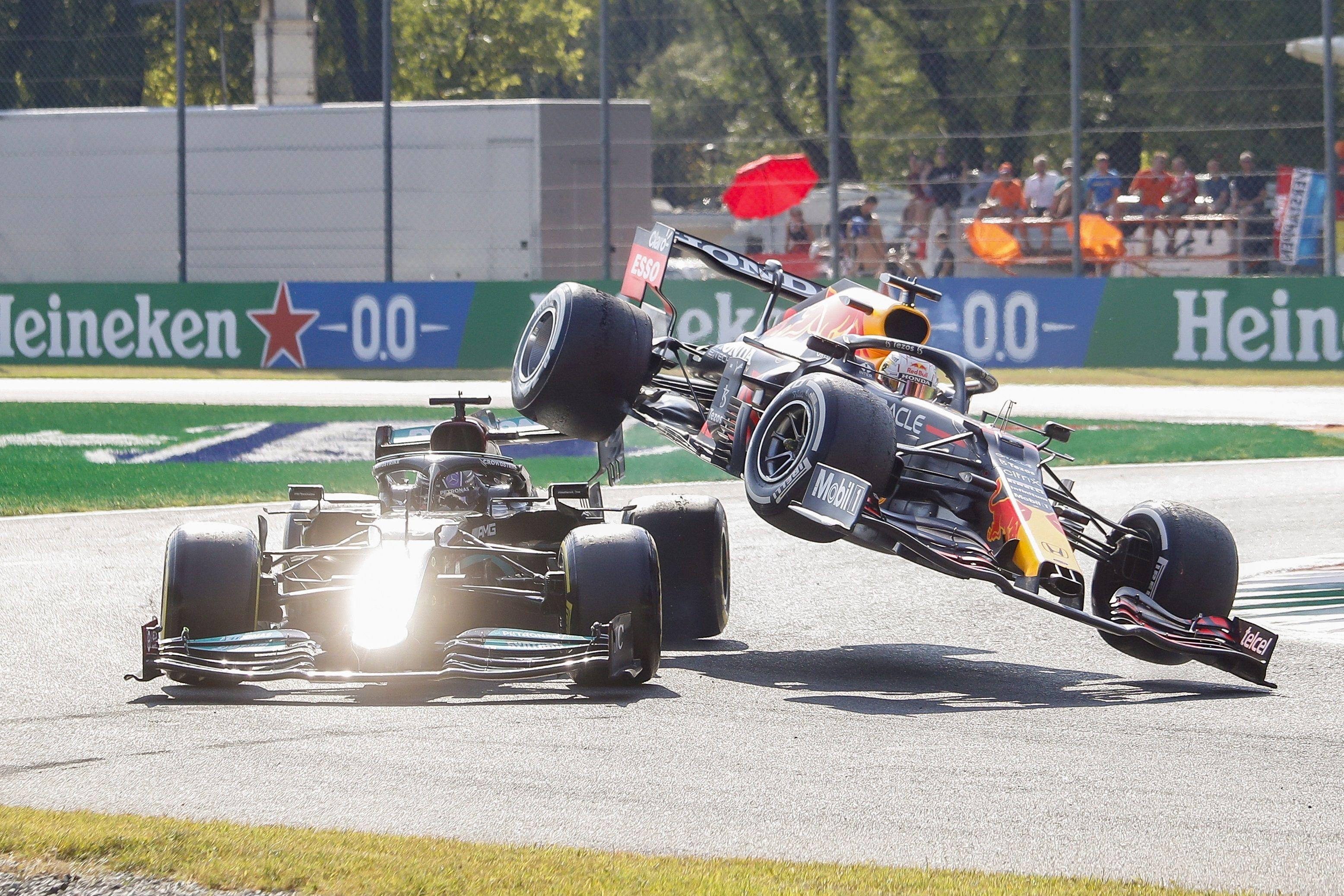 Hamilton y Verstappen protagonizaron un accidente en la curva 2 (Efe)