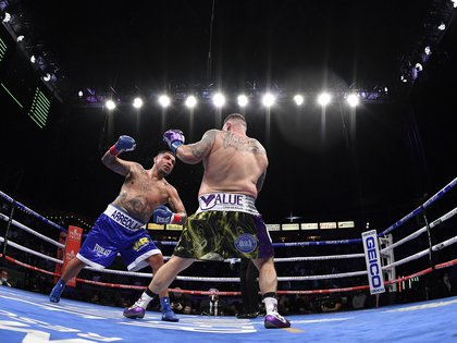 With the passage of the rounds, the lawsuit was even, although Arreola did not yield spaces (Photo: Harry How / AFP)