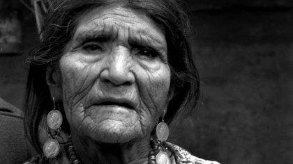 Dolores contribuyó al establecimiento de las primeras escuelas bilingües de Ecuador, para que se enseñara el español y quichua