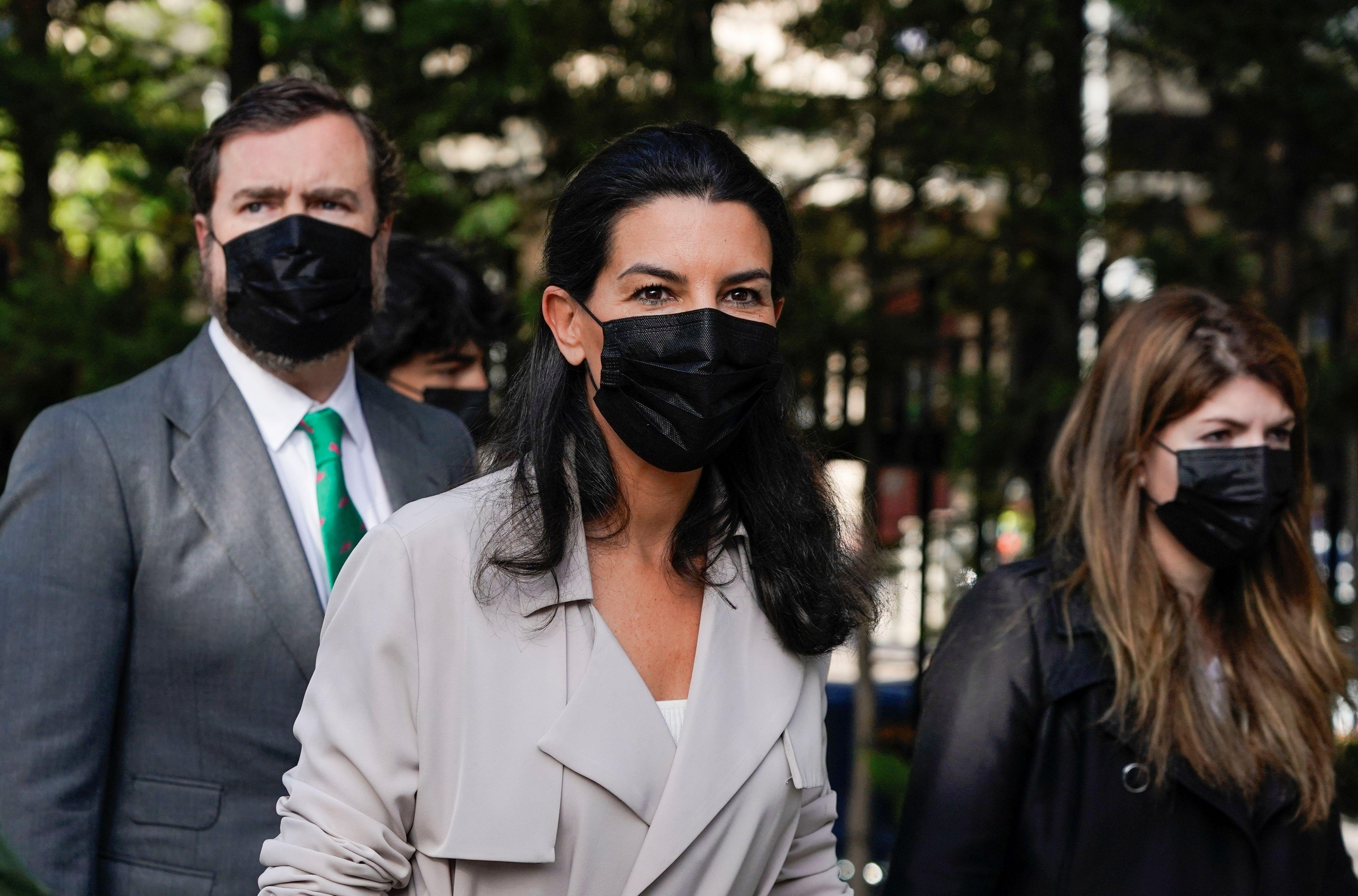 La candidata de Vox Rocío Monasterio al llegar al centro de votación (REUTERS/Juan Medina)