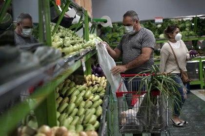 Imagen ilustrativa. En los pequeños comercios se registraron aumentos de hasta el 30% promedio. (REUTERS/Nathalia Angarita)
