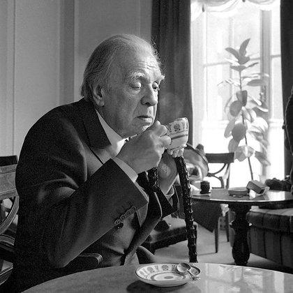 Tomando un té en 1975