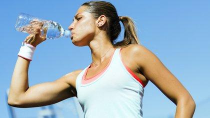 ¿Es peligroso reutilizar una botella de plástico?(iStock)