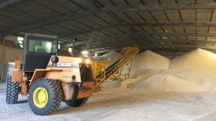 Agrefert Arg. S.A. está situada en el Complejo Industrial Ramallo–San Nicolás (COMIRSA) posee un depósito de almacenaje de nitrato de amonio de 10.000 toneladas de capacidad.