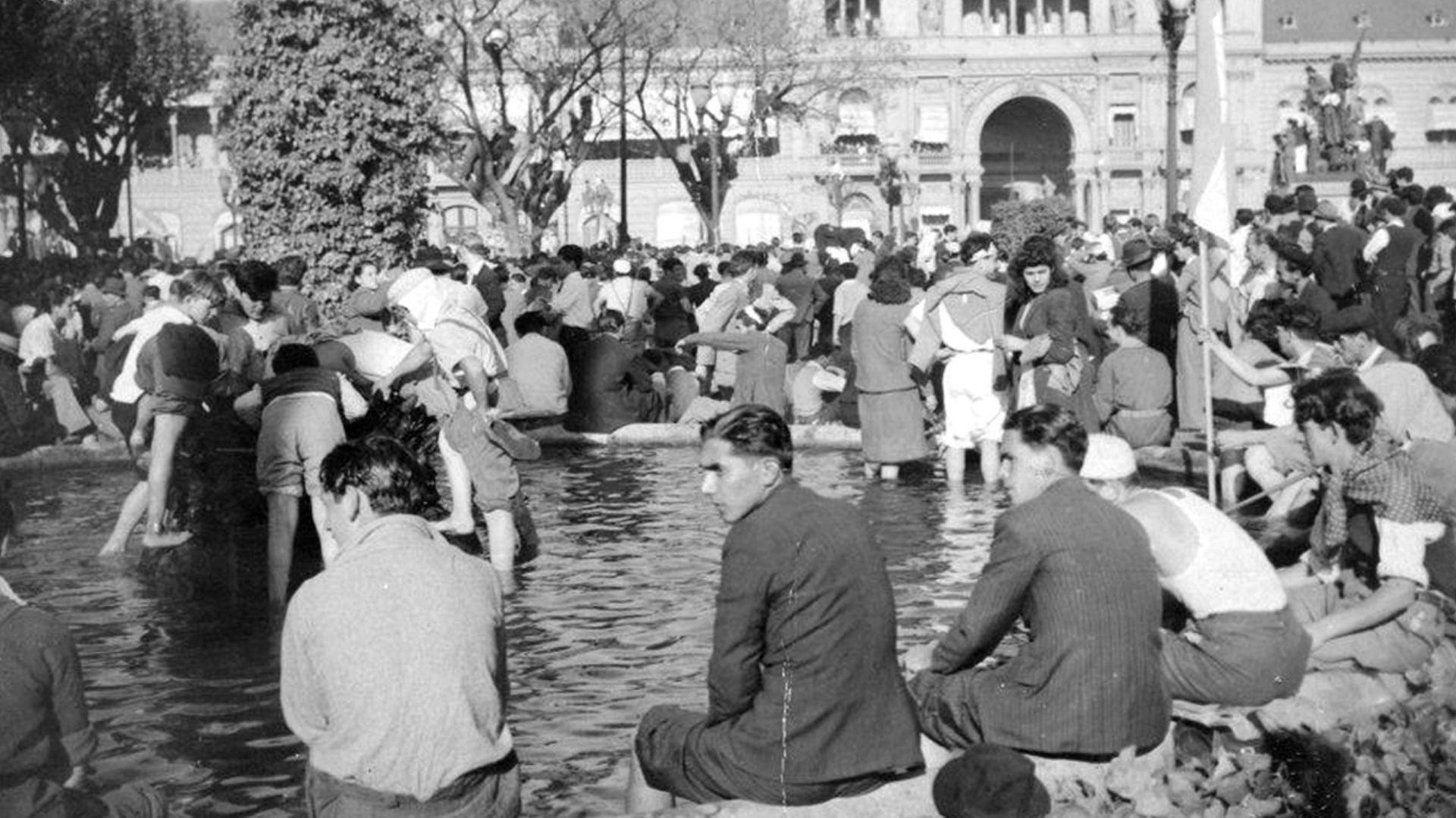 """""""Las patas en la fuente"""", la fotografía que es ícono del 17 de octubre"""