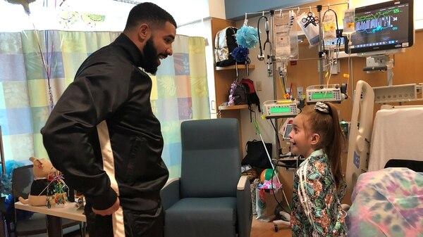 Drake sorprendió a la niña (REUTERS)