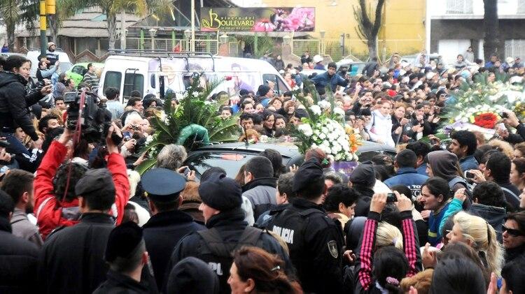 Después de ti: en agosto de 2011, justo en las vísperas del que hubiera sido un nuevo cumpleaños, una multitud despidió a Leo Mattioli (Foto: NA)