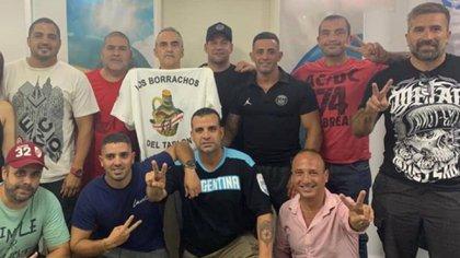 Arriba, de izquierda a derecha: Martín Vallejos (alias Martín de Soldati), Caverna Godoy, Guillermo Moreno, Toddy Videla, Mauro Ferreras, Golo Patachón y Chimi Leguizamón. Abajo: el Tachero Luzzi, Leandro Ferreras y el uruguayo Larraín