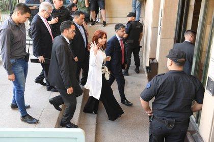 Cristina Kirchner al llegar a Comodoro Py
