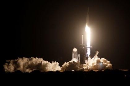 El cohete Falcon 9 despegó desde el Centro Espacial Kenndy (REUTERS/Thom Baur)