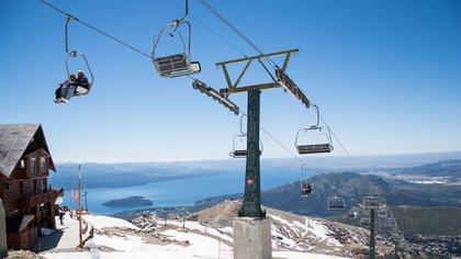 Después de meses de incertidumbre, aprobaron el protocolo y el cerro Catedral de Bariloche reabre sus puertas para locales (Shutterstock)