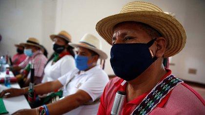Autoridades indígenas participan en una rueda de prensa hoy, en Cali (Colombia). EFE/Ernesto Guzmán Jr.