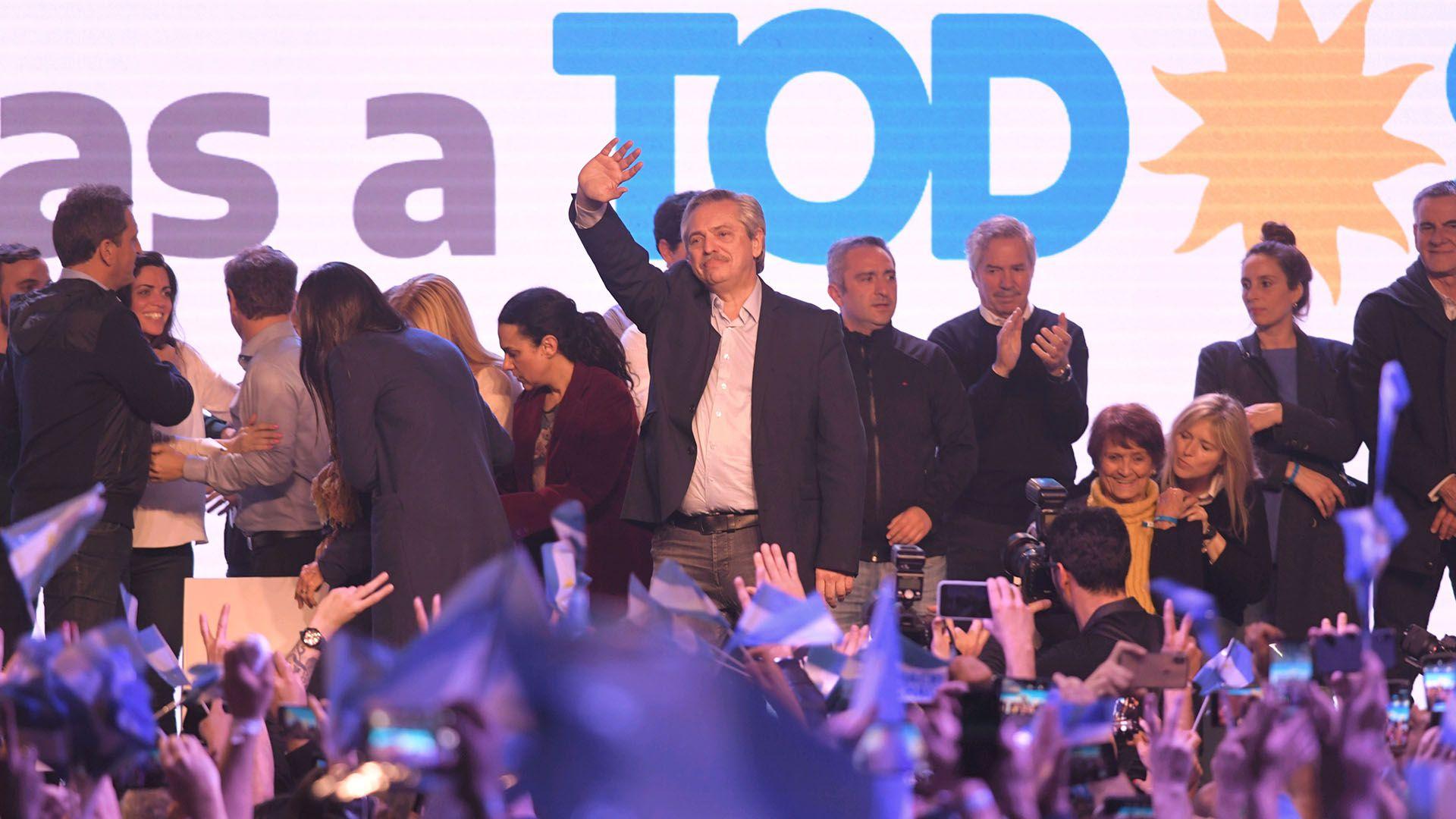 Alberto Fernández celebrando un rotundo triunfo el 11 de agosto, cuando obtuvo una diferencia por encima del 15% a nivel nacional.