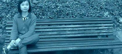 """El 19 de noviembre de 2013 se levantó el secreto de sumario y trascendió un escrito en el que constaba la convicción de los investigadores: los padres de Asunta tenían un perverso plan acordado para matarla, él iba a ser el encargado de drogarla para aturdirla y Rosario se ocuparía de la asfixia (Imagen """"Lo que la verdad esconde"""", Antena 3)"""