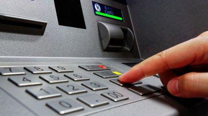 Las operaciones a través de cajeros automáticos funcionarán normalmente (Shutterstock)