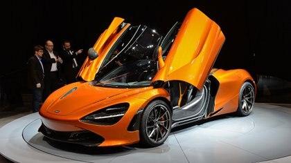 El McLaren 720S se presentó en el Salón de Ginebra como reemplazante del 650S. Su nombre hace alusión a su potencia. Fue galardonado con el premio al mejor auto de ensueño por el jurado femenino (GT Spirit)