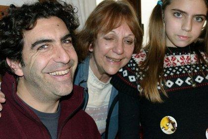 Junto a Luis Fernando, su hijo, y Catalina, su única nieta mujer.