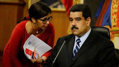 La canciller venezolana, Delcy Rodríguez; y el presidente, Nicolás Maduro (AFP)
