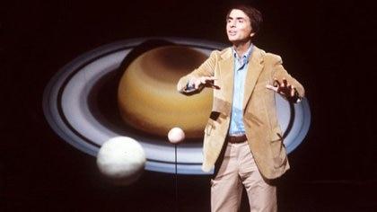 Carl Sagan fue uno de los que contribuyó a escribir el mensaje