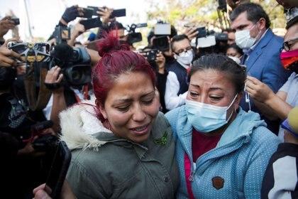 Marisol y su madre pasaron toda la noche buscando a Giovanni, pero no han logrado dar con él (Foto: REUTERS/Henry Romero)