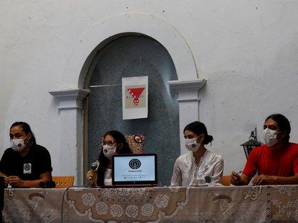 MEX5166. GUADALAJARA (MÉXICO), 05/08/2020.- Integrantes del colectivo Somos 456 participan este miércoles en una rueda de prensa en la ciudad de Guadalajara, estado de Jalisco (México). Jóvenes detenidos ilegalmente durante las protestas de junio pasado por la muerte de Giovanni López en el estado mexicano de Jalisco, denunciaron este miércoles hostigamiento de las autoridades y anunciaron la creación de un colectivo para apoyar a otras víctimas. EFE/Francisco Guasco
