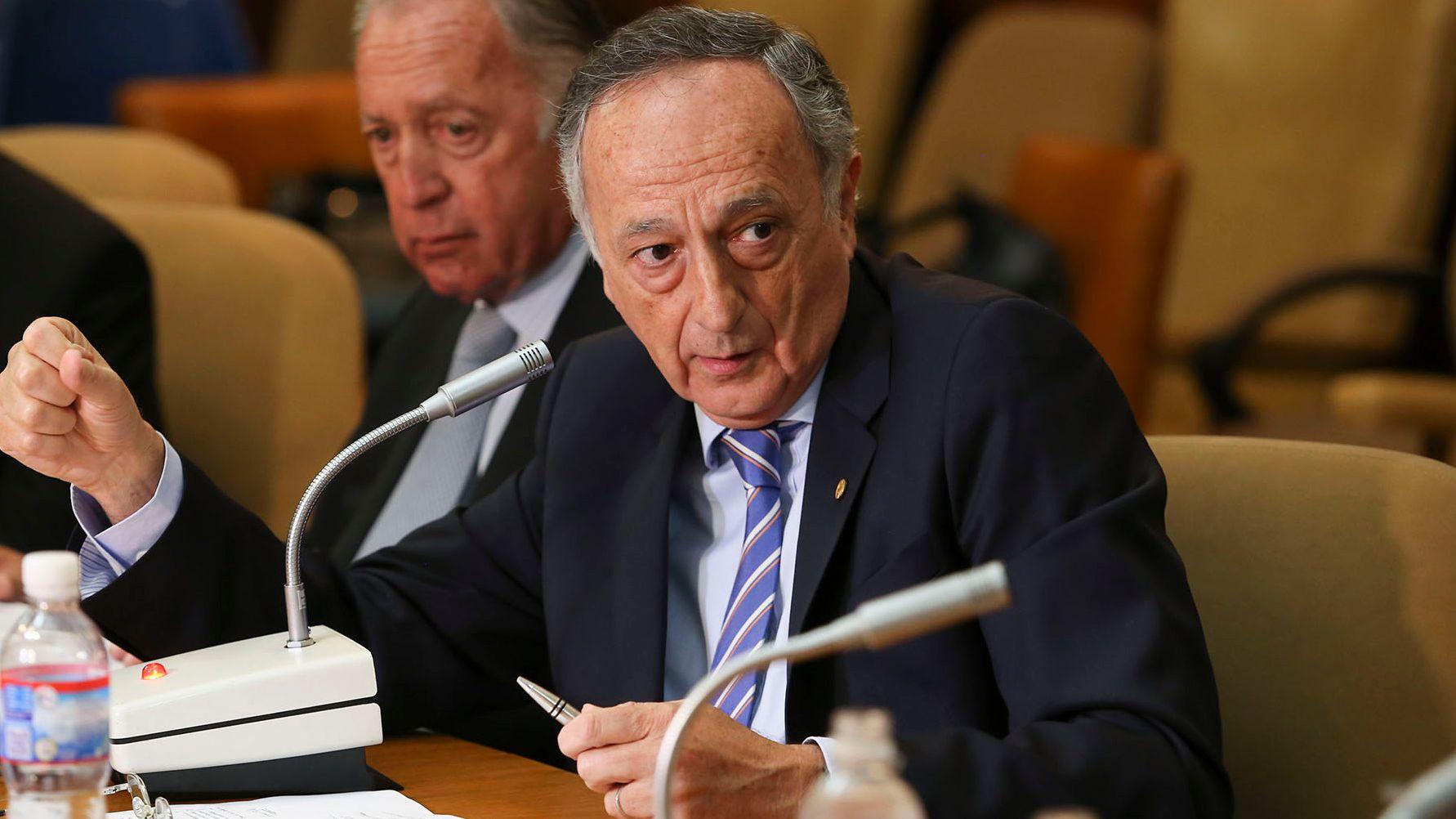 El titular de la UIA, Miguel Acevedo, liderará el encuentro mañana con los referentes del FMI