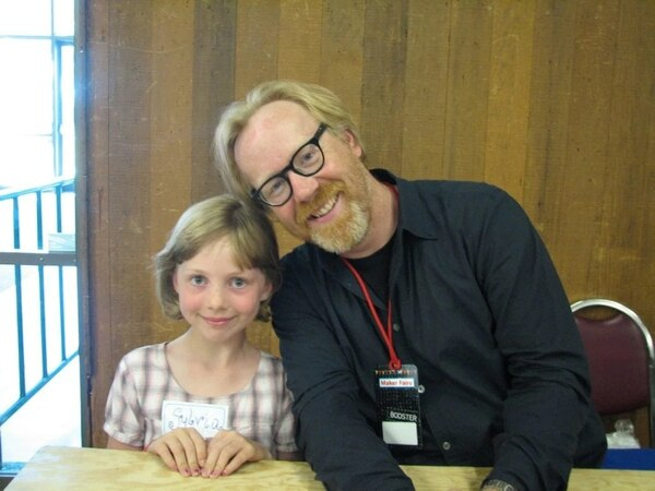 Zeph junto a su ídolo, Adam Savage, en 2009 (Familia Todd / The Washington Post)