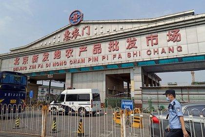 Xinfadi, el mega mercado agrícola de Beijing donde se habría producido el rebrote de coronavirus que condujo a su cierre temporal. Es el más grande de Asia (Reuters)