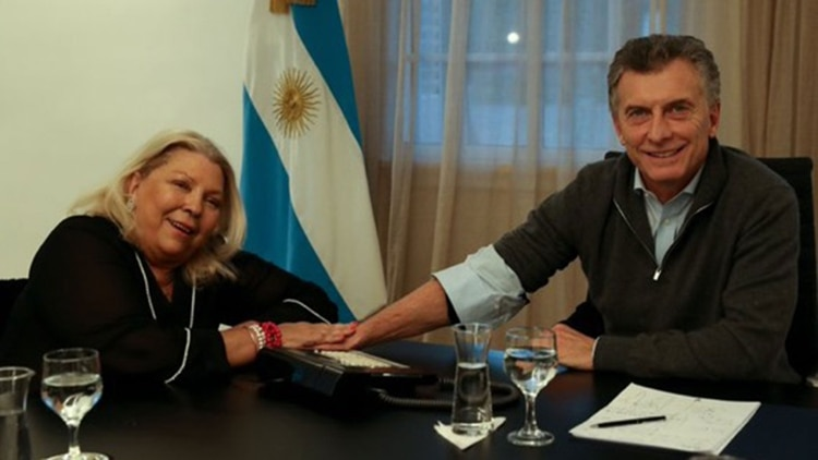 Mauricio Macri y Elisa Carrió, en Olivos