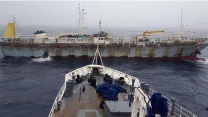 Imagen suministrada por Prefectura sobre la reciente captura de un buque infractor